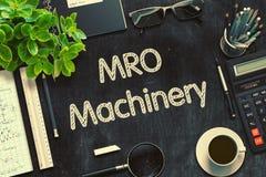 MRO maszynerii pojęcie na Czarnym Chalkboard świadczenia 3 d Zdjęcie Royalty Free