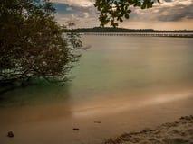 Mroczna morze plaża przy Trata Tajlandia Obraz Stock