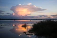 Mroczna niebo woda odbija Fotografia Royalty Free