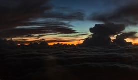 Mroczny zmierzchu cloudscape krajobraz kolorowe niebo Zdjęcie Royalty Free