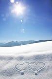 Mroźny bavarian krajobraz z miłość sercami w i jaskrawym światłem słonecznym Obrazy Royalty Free