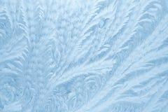 Mrozów wzory na nadokiennym szkle w zimie przyprawiają tekstury szkła tekstura niebieska tła zdjęcia stock