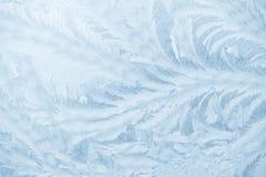 Mrozów wzory na nadokiennym szkle w zimie przyprawiają tekstury szkła tekstura niebieska tła obraz stock