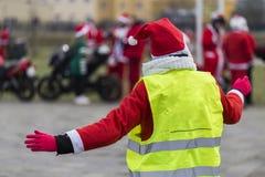 mrs Santa Claus riktar trafik Royaltyfri Fotografi