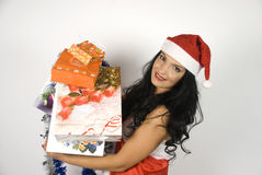 Mrs Weihnachtsmann mit vielen Geschenken Lizenzfreies Stockfoto