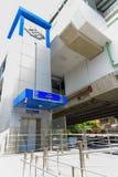 MRT天空火车轰隆在盛大开幕式服务前的Khae驻地 免版税库存照片