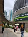 MRT και LRT οι κατοικίες stationsHigh-ανόδου μέσα στα διαμερίσματα κυβικό μέτρο τη λιανική λεωφόρο που βρίσκεται εντοπίζουν στο δ Στοκ φωτογραφία με δικαίωμα ελεύθερης χρήσης