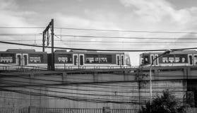 MRT die van Filippijnen overgaan door Stock Afbeeldingen