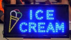 Mrugać Dowodzonego lody sklepu reklamy Ulicznego Karmowego znaka 4K zbiory