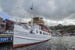 MS亨利克・易卜生靠了码头在哈尔登港  免版税库存照片
