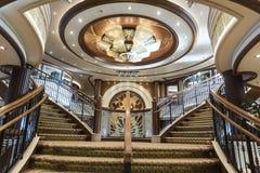 MS女王伊丽莎白盛大休息室楼梯 库存照片