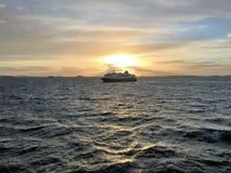 MS ' 理查With'在日落,西挪威 库存图片