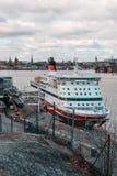 Ms Gabriella del traghetto al terminale di Viking Line un giorno soleggiato prima della partenza fotografie stock libere da diritti