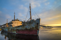 Ms hamen being towed Royalty Free Stock Photos
