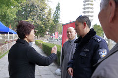 Ms huangling talk to the policeman Stock Photo