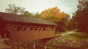 MS Mineral Springs Park de Iuka da ponte coberta Fotografia de Stock Royalty Free