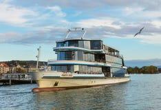 Ms Panta Rhei en un embarcadero en el lago Zurich fotos de archivo