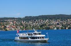 Ms Pfannenstiel en el lago Zurich en Suiza fotos de archivo