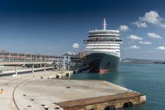 Ms Queen Elizabeth som förtöjas i Palma Majorca Royaltyfria Bilder