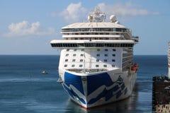 Ms Royal Princess för kryssningskepp i St George ` s, Grenada Royaltyfria Bilder