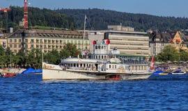 MS Stadt Zurich paddle statek na Jeziornym Zurich w Szwajcaria Obraz Stock