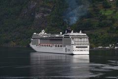 Msc-kryssningskepp i Flaam Norge royaltyfri fotografi