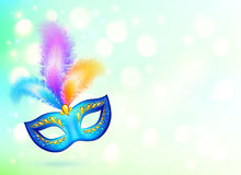 Máscara azul do carnaval com a bandeira colorida das penas Imagem de Stock Royalty Free