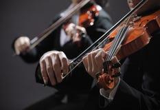 Música clásica. Violinistas en concierto Imagenes de archivo
