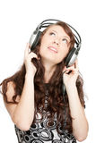 Música de escuta da mulher bonita Fotografia de Stock