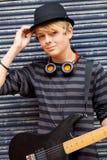 Músico adolescente de sexo masculino Foto de archivo libre de regalías