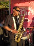 Músico de jazz en el festival del flor de cereza Fotos de archivo libres de regalías