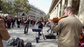 Músicos da rua no jogo dos óculos de sol filme