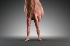 Męska ręka z nogami Obraz Stock