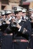 Mässingsmusikbandmusiker, palmsöndag, denna musikband bär likformign av kaptenen av truppen av den kungliga eskorten av Alfonso XI Arkivbild