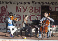 Mstyora, Rússia-junho 5,2015: Concerto da música clássica na cena aberta em Mstyore, Rússia Fotografia de Stock Royalty Free