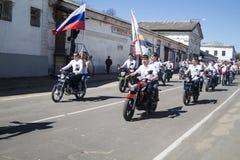 Mstyora, Rússia-maio 9,2015: Procissão festiva em honra do dia da vitória Fotos de Stock Royalty Free