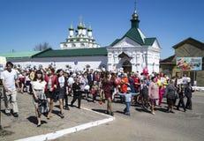 Mstyora, Rússia-maio 9,2015: Procissão festiva em honra do dia da vitória Imagem de Stock