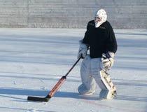 Mstyora, Rusia-enero 28,2012: Hockey helado en la plataforma abierta en invierno Imágenes de archivo libres de regalías