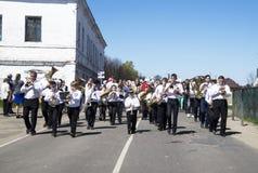 Mstyora, Rusia-mayo 9,2015: Procesión festiva en honor del día de la victoria Imagen de archivo