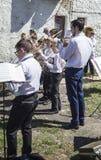 Mstyora, 9,2015 Rusland-Mei: De kinderen spelen op muziekinstrument op vakantie ter ere van Dag van Stock Afbeeldingen