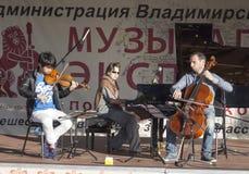 Mstyora, Russia-giugno 5,2015: Concerto della musica classica sulla scena aperta in Mstyore, Russia Fotografia Stock Libera da Diritti