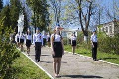 Mstyora, Russia-maggio 9,2015: Guardia dell'onore al giorno festivo della vittoria accanto al wa del monumento Fotografia Stock Libera da Diritti