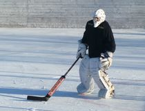 Mstyora, Russland-Januar 28,2012: Eisiges Hockey auf offener Plattform im Winter Lizenzfreie Stockbilder