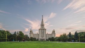 MSU莫斯科国立大学美好的日落timelapse在夏时的 斯大林摩天大楼 股票视频