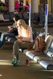 MSY, passagers attendant le vol dans l'aéroport Photos libres de droits