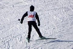 Mszalny zim dzieci ` s narty ścigać się Zdjęcia Royalty Free