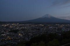 Mt富士视图在微明下 免版税库存图片