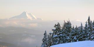 Mt杰斐逊北部小瀑布俄勒冈山脉高山森林 免版税库存图片