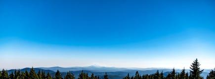 Mt杰斐逊和喀斯喀特山脉 库存图片