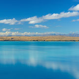 Mt烹调从美丽的蓝色湖Pukaki,新西兰, S的看法 免版税库存照片